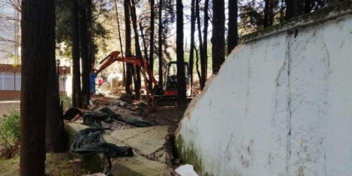 Manisa'da sağanak yağış istinat duvarını yıktı