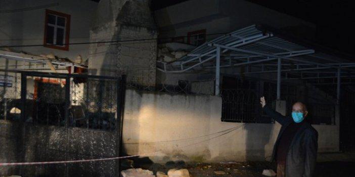 Fırtına yüzünden caminin minaresi uçtu