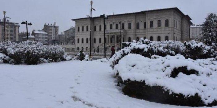 Sivaslılar dün baharı bugün kara kışı yaşadı