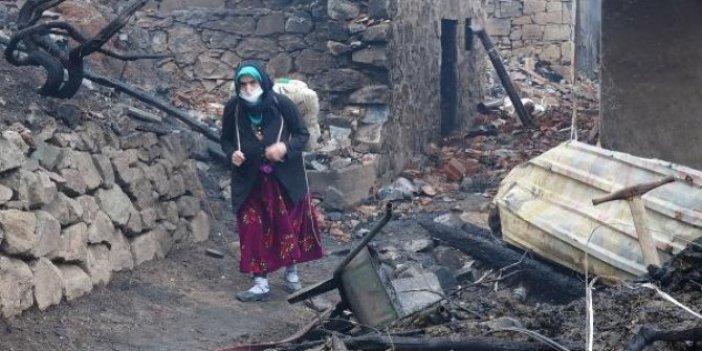 Trabzon'da 7 evin küle döndüğü yangının ardından aileler enkazda eşya aradı