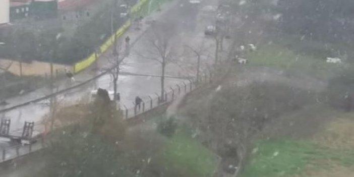 İstanbul'da kar kendini gösterdi