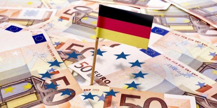 Alman ekonomisinde 11 yıldır süren büyüme durdu
