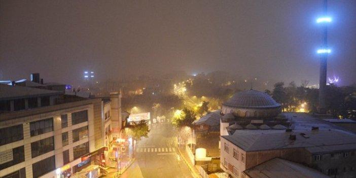 Kar İstanbul'u şafak sökmeden vurdu. Meteoroloji asıl yağışının saatini açıkladı