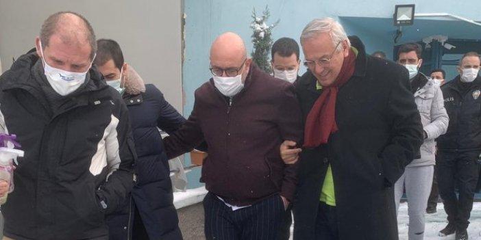 Orhan Uğuroğlu darp raporu almak için hastaneye gidiyor. İYİ Parti Genel Sekreteri Uğur Poyraz yalnız bırakmadı