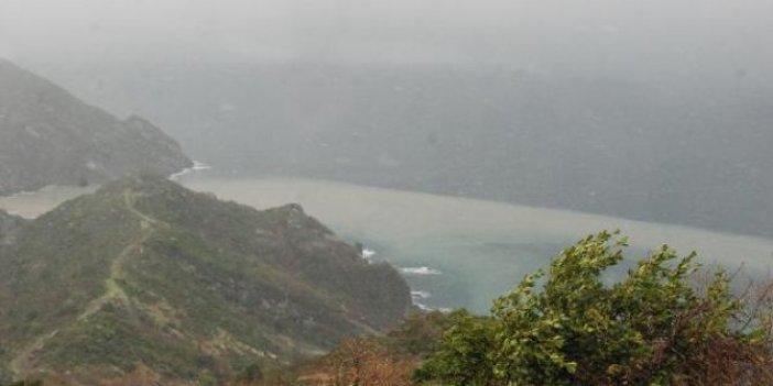Bartın'da Metrekareye 25 kilogram yağmur yağdı denizin rengi değişti