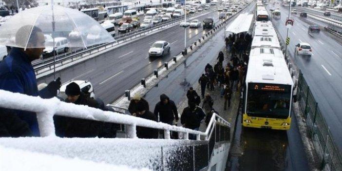 Flaş... İstanbul'da kar yağışı etkisini artırıyor. En çok yağış olan bölgeler. Uyarılar peş peşe geldi