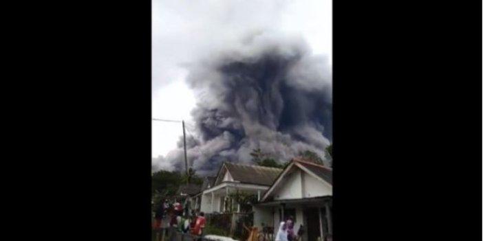 Endonezya'daki Semeru Yanardağı'nda patlama. Kül ve dumanların yüksekliği 4 bin 500 metreyi buldu