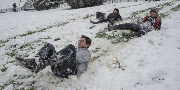 Başakşehir'de kar gören çocuklar yasak dinlemedi