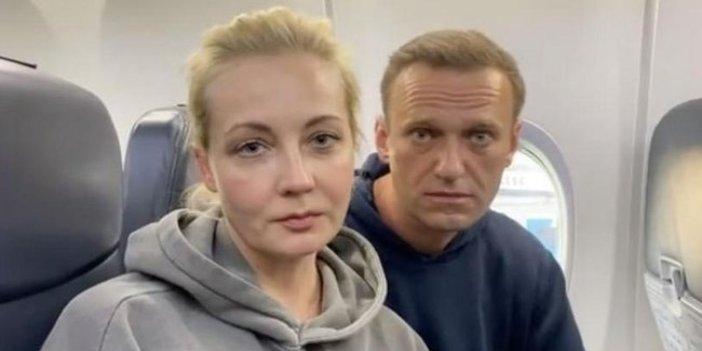 Rus muhalif Navalnıy Moskova'ya döndü... Gözaltına alındı