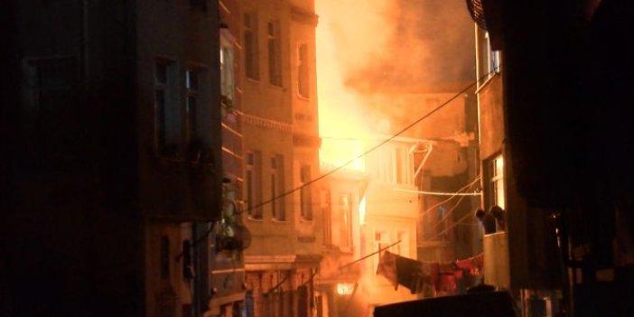 Hurdacıda çıkan yangın diğer binalara sıçradı.  Vatandaşlar evlerinden hortum ile yangına su sıktı