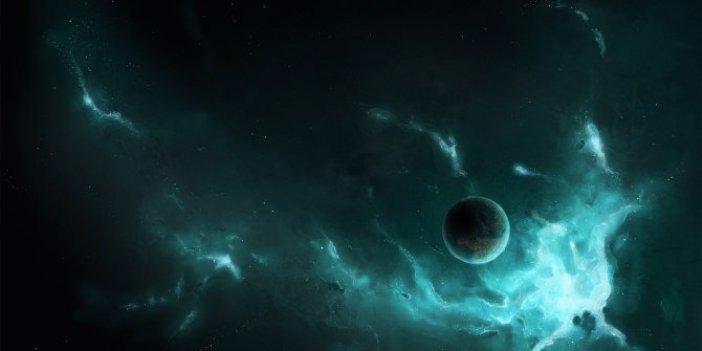Uzayın derinliklerinde keşfedildi. Hızını kaybedince topaç gibi yalpalanıyor. Dünya'dakinden çok daha hafif