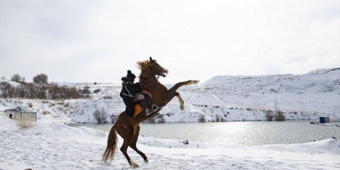 Ankara'da kar yağışıyla birlikte çiftliklerde kartpostallık görüntüler ortaya çıktı