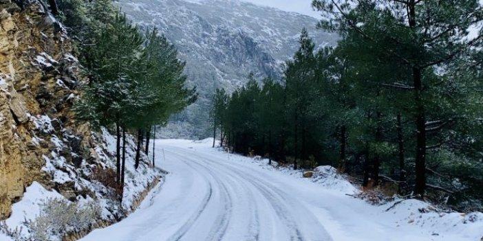 Datça'da kar yağdı. Sabah kalkan Datçalılar gözlerine inanamadı. Yanlış mı görüyoruz diye perdeyi tekrar kapattılar!