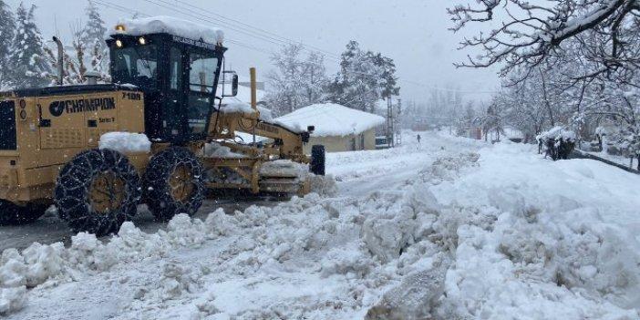 Kar 50 santimetreye ulaşınca yüzlerce yol kapandı