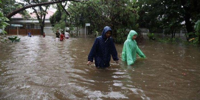 Endonezya'daki selde can kaybı 21'e çıktı