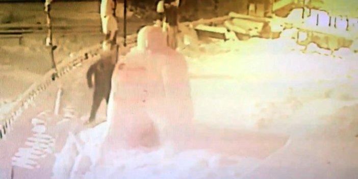 Zonguldak'ta kardan adam vatandaştan dayak yedi