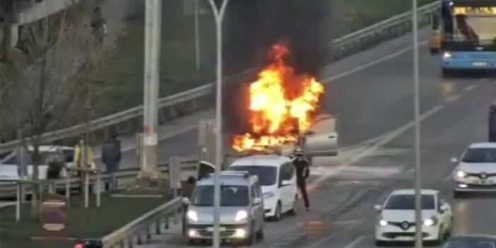 Maltepe D-100'de alev alev yanan otomobil  kamerada