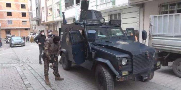 İstanbul'da yürekler ağza geldi nefesler tutuldu. Özel harekat polisi kapıya dayandı