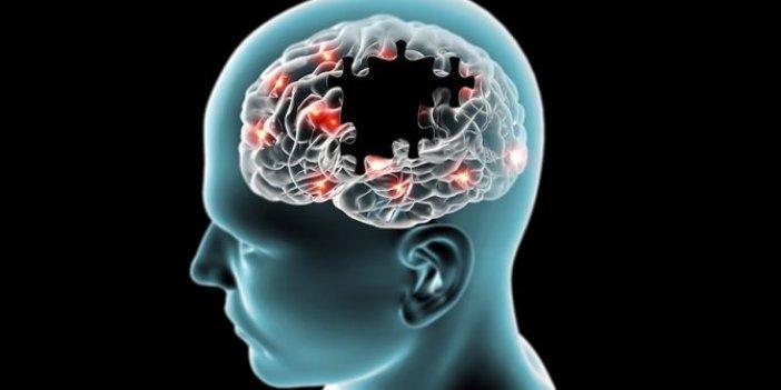 Alzheimerın baş düşmanı hafızayı makine gibi çalıştırıyor. Günde 1 avuç yetiyor
