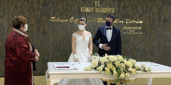 21'inci yüzyılın 21'inci yılının 21'inci gününde nikah masasına oturdular