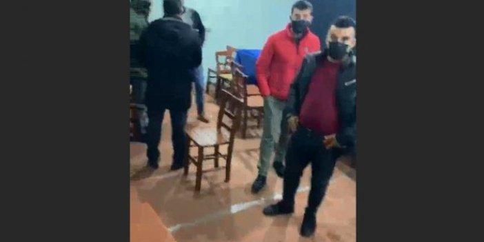 Polis baskınından masa altına girerek saklandılar