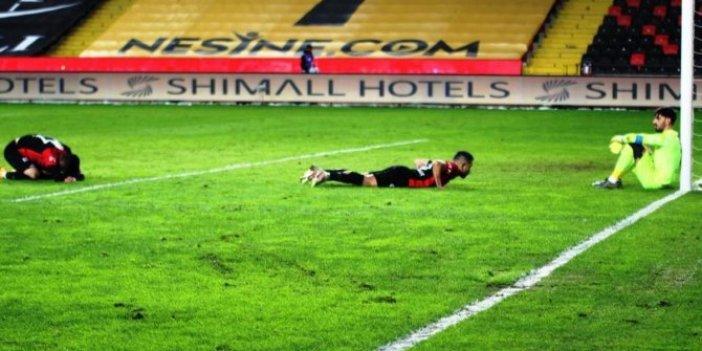 Junior Morais kendi kalesine gol atınca takımdan istifa etti. Sahalarda ender görülen bir dürüstlük