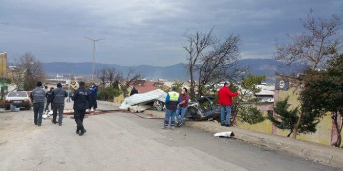 Bursa'da fırtına yıktı geçti. Vatandaşlar kaçacak yer aradı