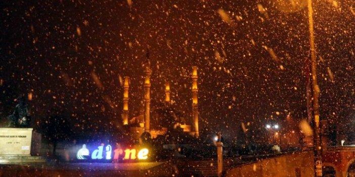 Edirne'yi kar fena vurdu. Meteoroloji günler öncesinden uyarmıştı