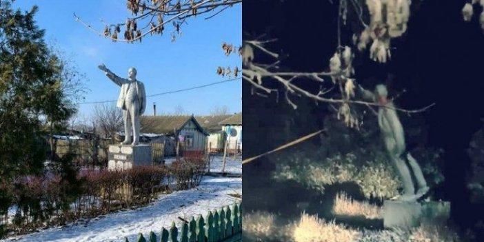 Son Lenin heykeli de yıkıldı