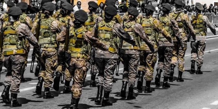 Orduda kadınlara makyaj serbest