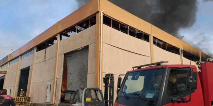 İzmir'de depoda başlayan yangın iki fabrikaya sıçradı