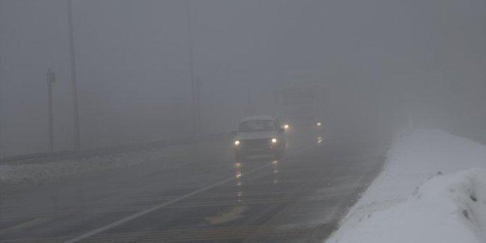 Sürücüler dikkat. Emniyetten Bolu Dağı'nda kar yağışı ve sise karşı uyarı