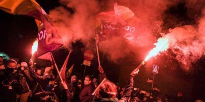 Polonya'da kürtaj yasağı başladı.Protestolar büyüyor