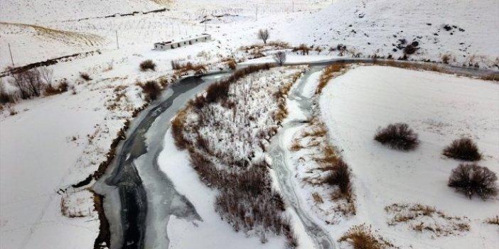 Deliçay buz tuttu. Fotoğrafçılar bölgeye akın etti