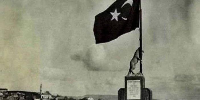 Kahramanmaraş kalesine Atatürk'ün yaptırdığı Bayrak Tutan Bozkurt anıtından Bozkurt'u kim kaldırdı