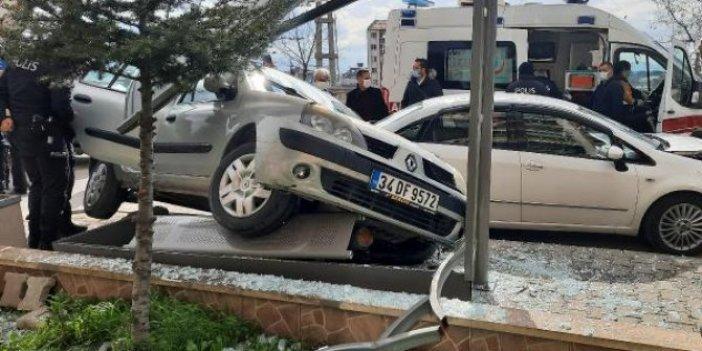 Balıkesir'de ehliyetsiz sürücü sokağı birbirine kattı
