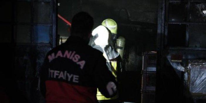 Manisa'da 2 fabrikada yangın çıktı