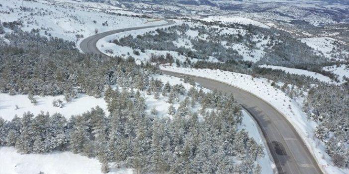 Sivas'ta kar, yolları ulaşıma kapattı