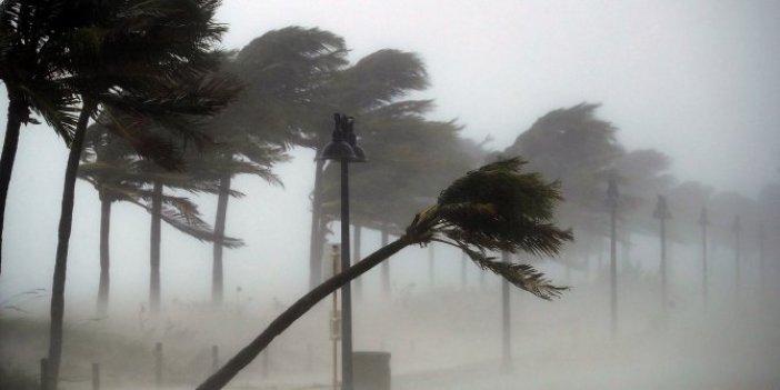 Meteoroloji Radyosu bas bas bağırıyor. Büyük fırtına sınırlara dayandı. Yükseklerde büyük tehlike var