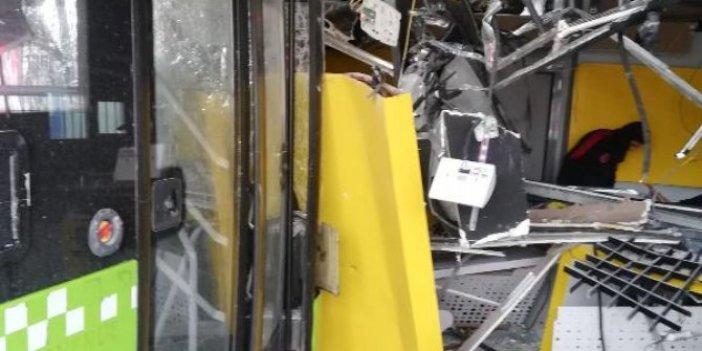 Adana'da belediye otobüsü PTT şubesine daldı