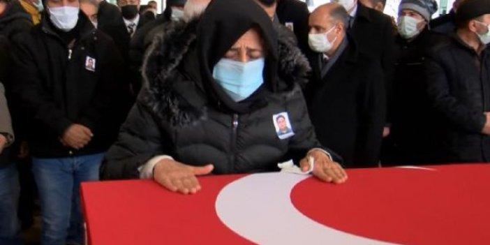 Erzincan'da ölümü kahreden polis ve öğretmen eşi toprağa verildi