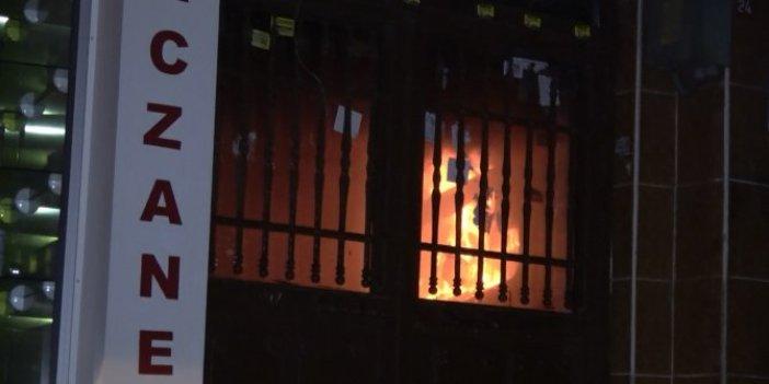 Yangını bırakıp gazetecilere saldırdılar
