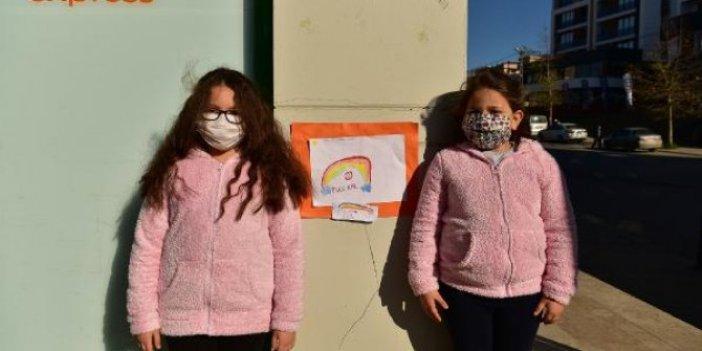 Okulları açılsın diye minikler kolları sıvadı. Gözde ve Ayşe kardeşlerden başkana mesaj