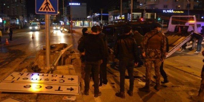 Özel harekat polislerini taşıyan zırhlı araç ile otomobil çarpıştı 6 yaralı