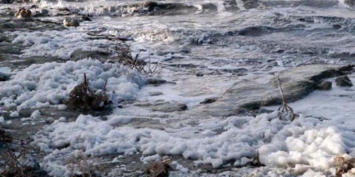 Burdur Gölü'nde endişelendiren görüntü