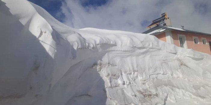 Sivas'ta kar kalınlığı ev boylarını aştı