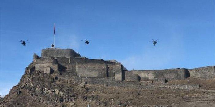 Atak helikopterleriyle Kars Kalesi'nde dev gövde gösterisi