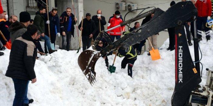 Bitlis'te feci olay. 3 çocuk kar kütlesi altında kaldı. Özel hareket polisleri seferler oldu