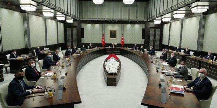 Kabine toplantısı saatlerdir sürüyor. Kısıtlamalar masada