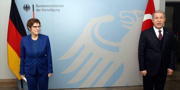 Almanya Savunma Bakanı Kramp-Karrenbauer: Türkiye önemli NATO partneridir ve öyle kalacaktır
